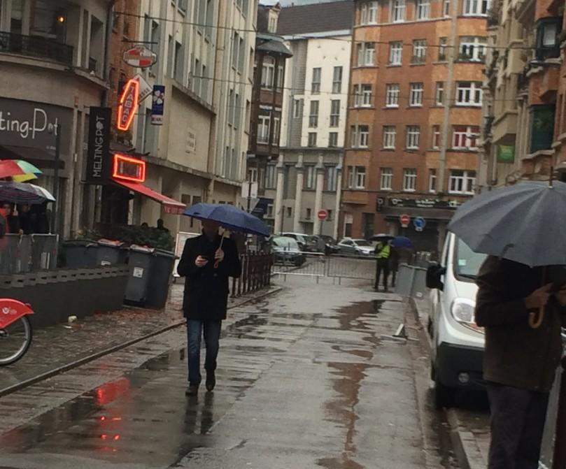 Témoin de l'importance logistique de l'événement, la rue Anatole France était fermée pour contrôler le passage des voitures